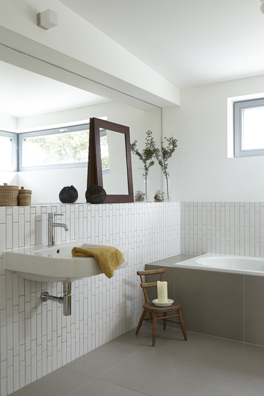 The washbasin is from E Sanitaryware, while the bath is from Bette. The white multi-brick gloss wall tiles are from Walls and Floors.