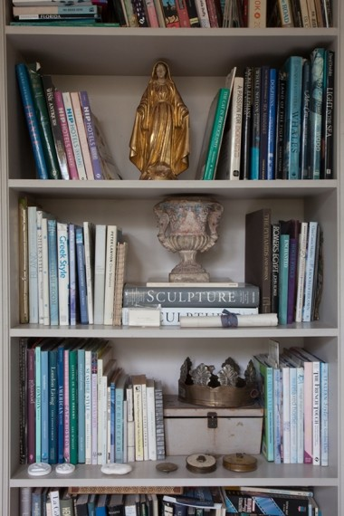 Book shelve with ornament