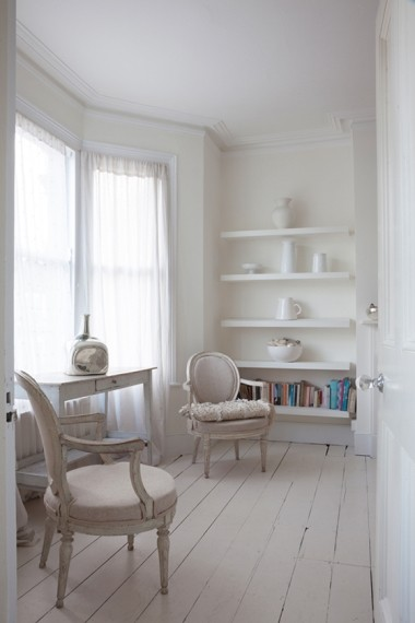 White room with antiques