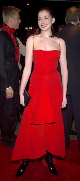 "NEW YORK-DECEMBER 17: Actress Anne Hathaway arrives at the premiere of the film ""Nicholas Nickleby"" December 17, 2002 in New York City, New York. (Photo by Lawrence Lucier/Getty Images)"