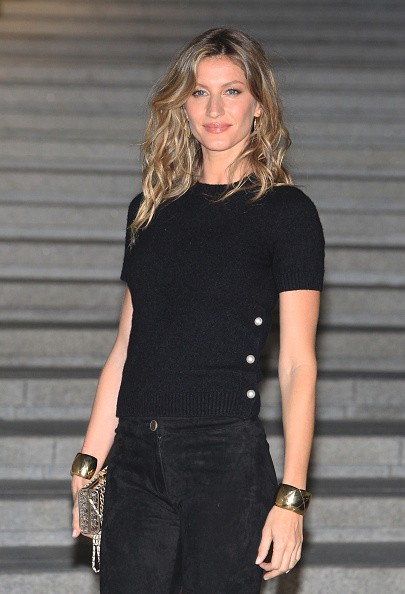 gisele attends the the Chane 2015/16 Cruise Collection show on May 4, 2015 in Seoul, South Korea.