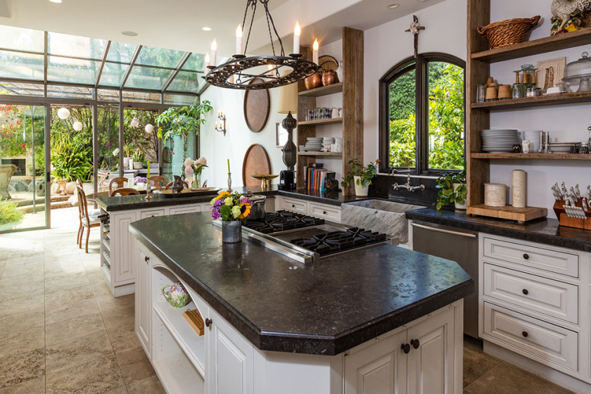 the-oc-house-8-15-kitchen