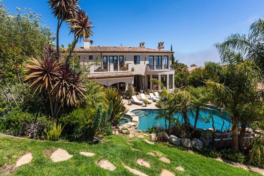 the-oc-house-8-15-pool