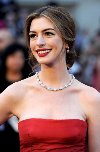 HOLLYWOOD, CA - FEBRUARY 27: Actress Anne Hathaway arrives at the 83rd Annual Academy Awards held at the Kodak Theatre on February 27, 2011 in Hollywood, California. (Photo by Frazer Harrison/Getty Images)