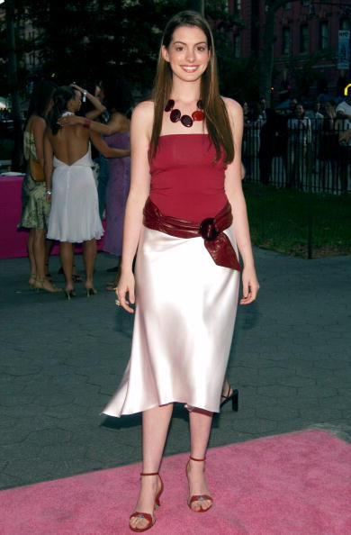 NEW YORK-JULY 16: Actress Anne Hathaway arrives at the world premiere of the fifth season of Sex and the City on July 16, 2002, at the American Museum of Natural History in New York City. (Photo by Lawrence Lucier/Getty Images)