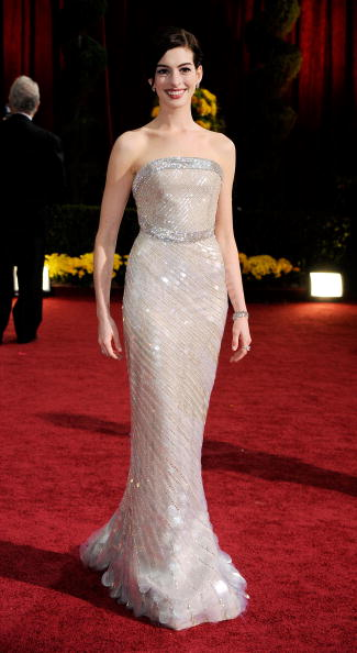 LOS ANGELES, CA - FEBRUARY 22: Actress Anne Hathaway arrives at the 81st Annual Academy Awards held at Kodak Theatre on February 22, 2009 in Los Angeles, California. (Photo by Frazer Harrison/Getty Images)