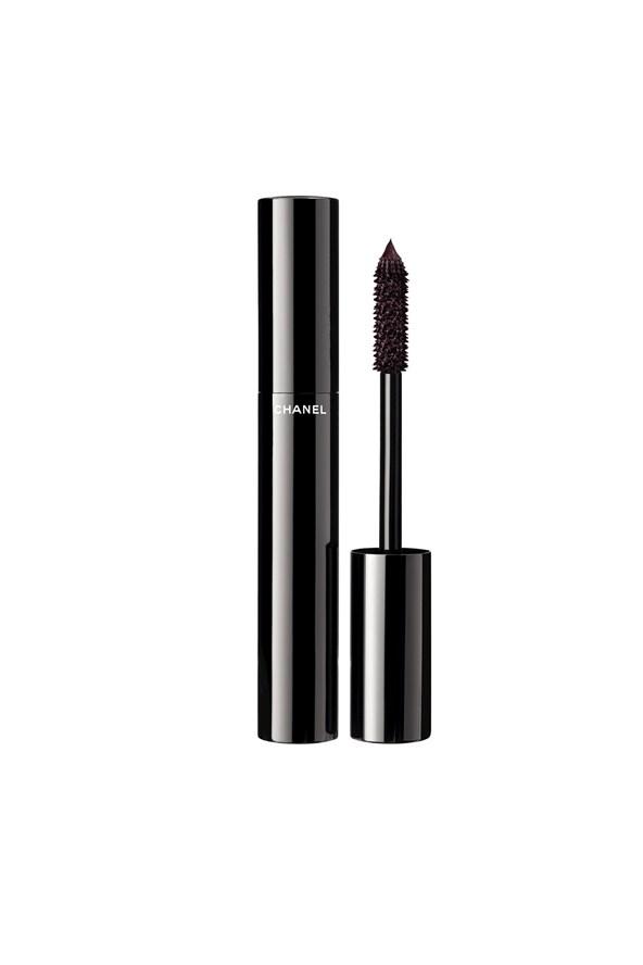 Le Volume De Chanel Volume Mascara in Rouge Noir, €31