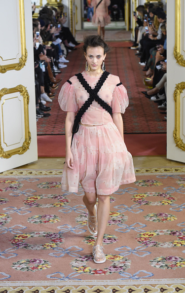 LONDON, ENGLAND - SEPTEMBER 19: Models walk the runway at the Simone Rocha show during London Fashion Week Spring/Summer 2016/17 on September 19, 2015 in London, England. (Photo by Stuart C. Wilson/Getty Images)