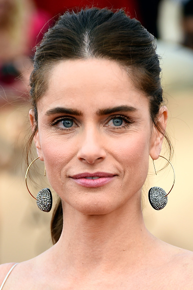 Amanda peet attends the 22nd Annual Screen Actors Guild Awards at The Shrine Auditorium on January 30, 2016 in Los Angeles, California.