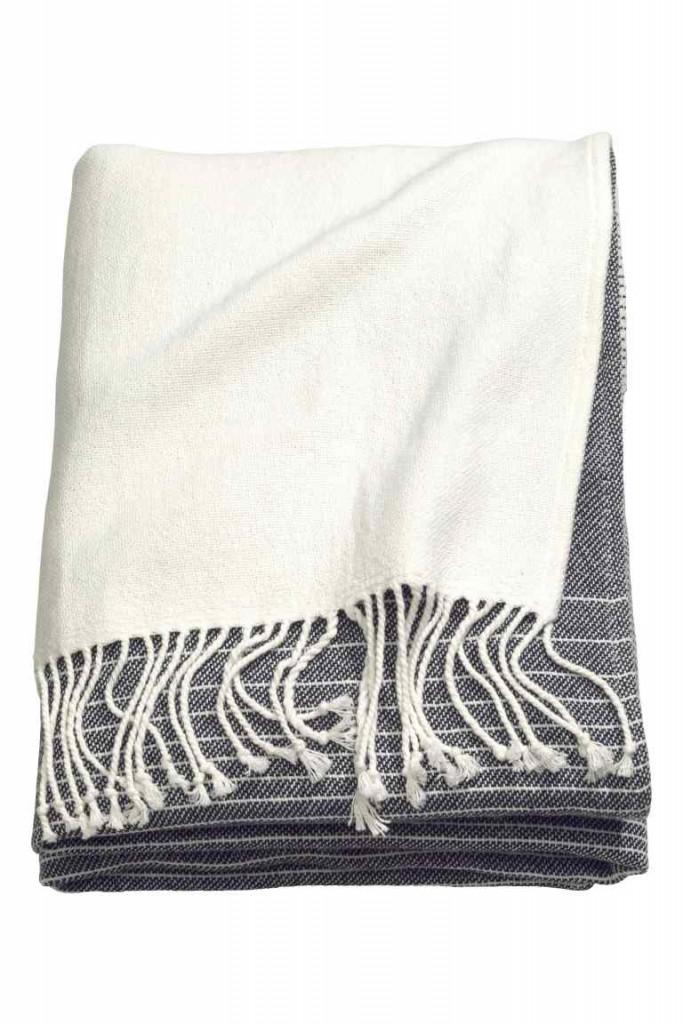 Striped cotton blanket €39.99