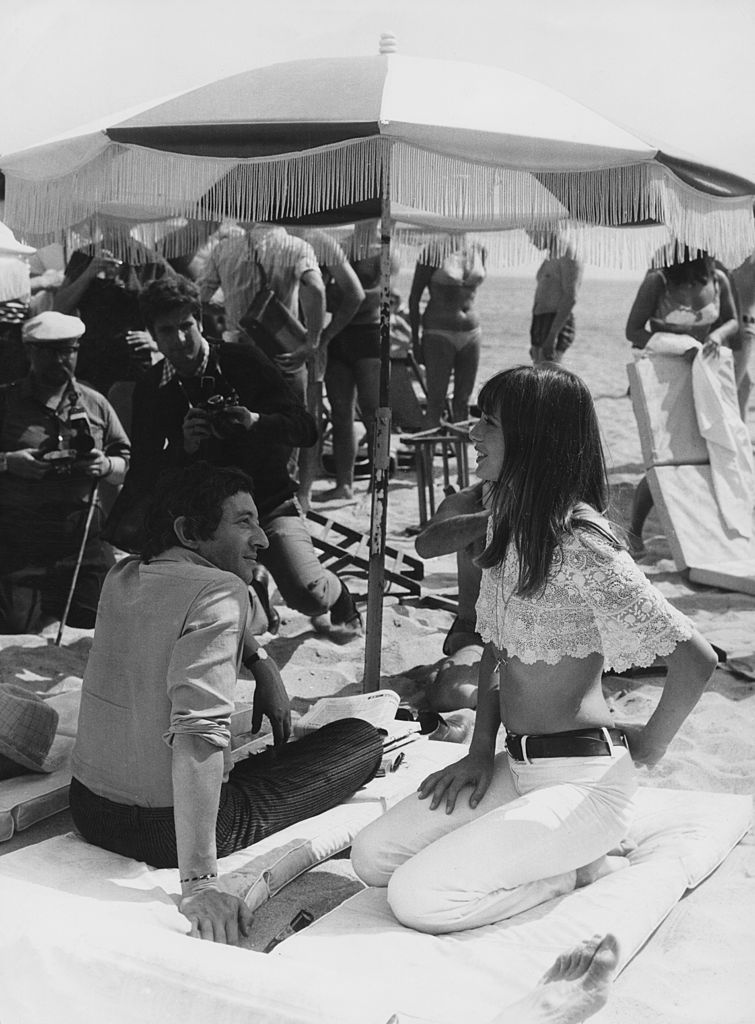 French singer-songwriter Serge Gainsbourg (1928 - 1991) with English actress Jane Birkin on the beach at Cannes, 19th May 1969. (Photo by Keystone/Hulton Archive/Getty Images)