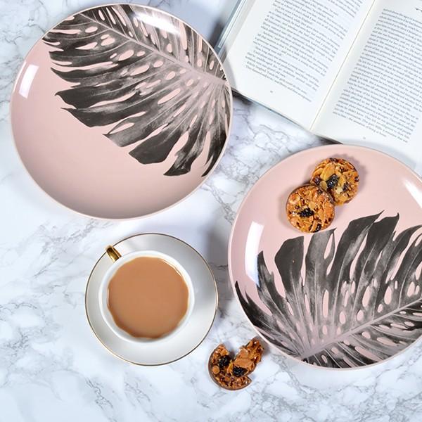 pink-palm-leaf-plate-mia-fleur
