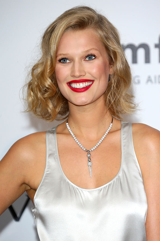 CAP D'ANTIBES, FRANCE - MAY 22: Toni Garrn attends amfAR's 21st Cinema Against AIDS Gala Presented By WORLDVIEW, BOLD FILMS, And BVLGARI at Hotel du Cap-Eden-Roc on May 22, 2014 in Cap d'Antibes, France. (Photo by Vittorio Zunino Celotto/Getty Images)