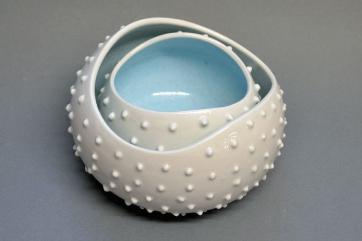 Porcleain-Blue-and-White-Coral-Stacked-Urchin-Bowls-744x496