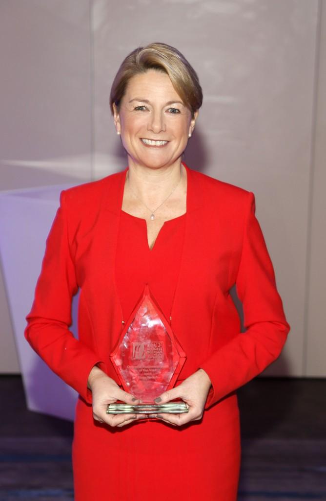 fiona-dawson-overseas-business-woman-of-the-year-at-the-10th-annual-image-business-woman-of-the-year-awards