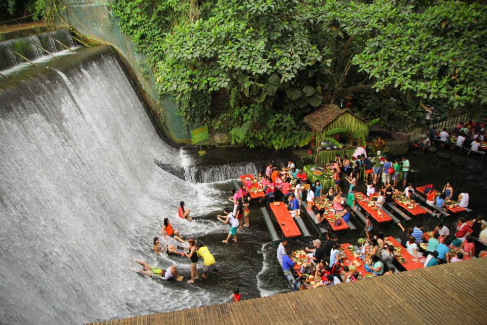 villa-escudero-waterfall-restaurant-00