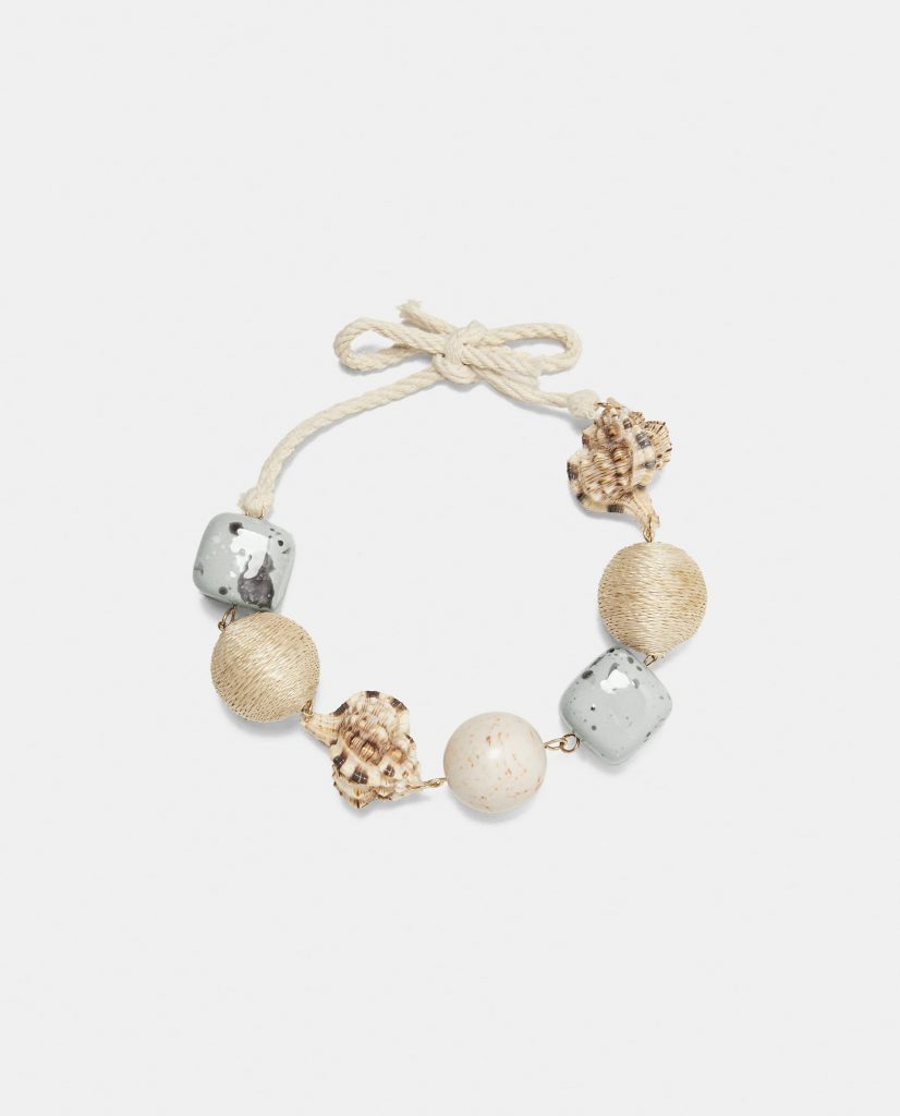 Chord necklace with conch shells, €17.95 at zara.com