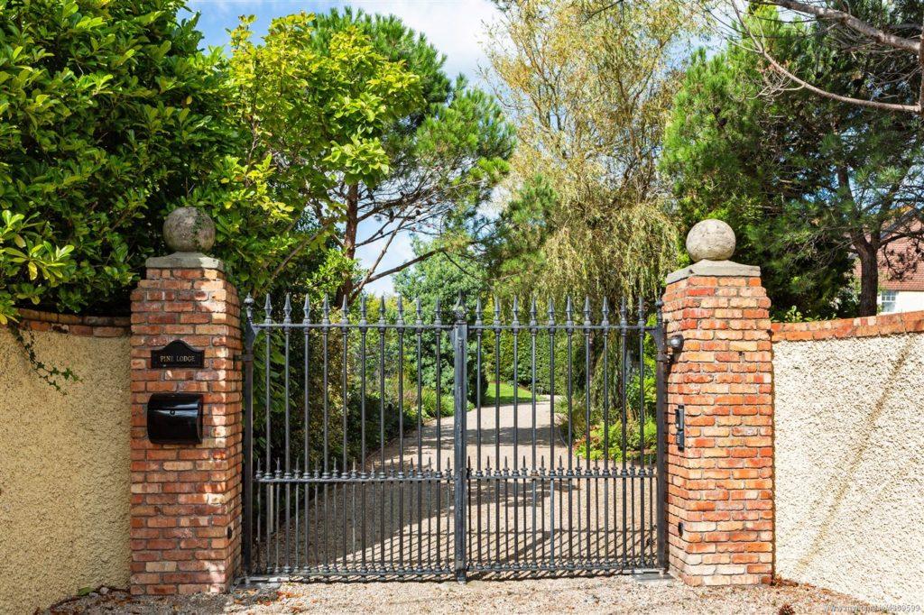 Saoirse Ronan's house at Pine Lodge, Greystones