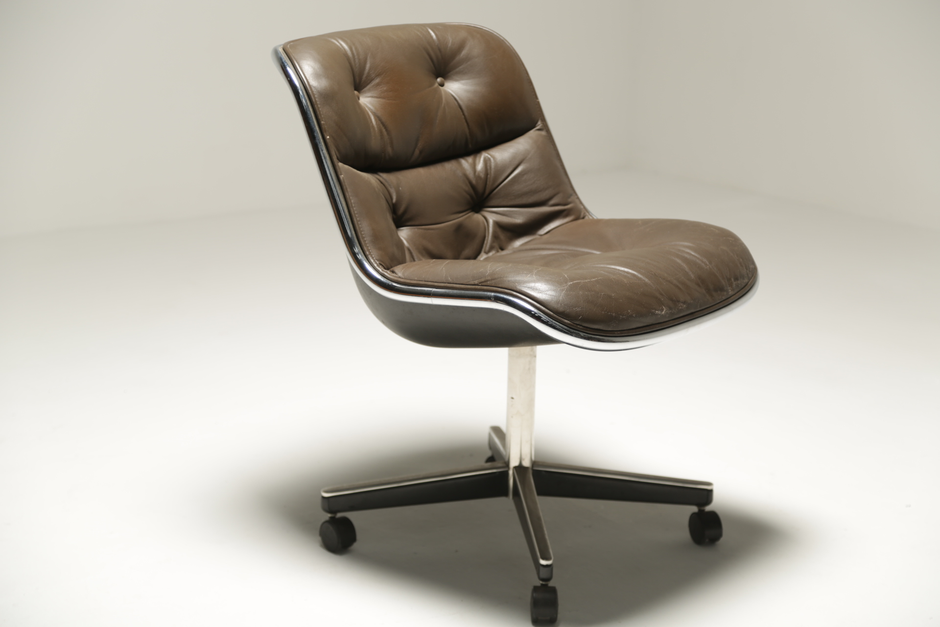 Leather executive desk chair by Charles Pollock for Knoll office chairs